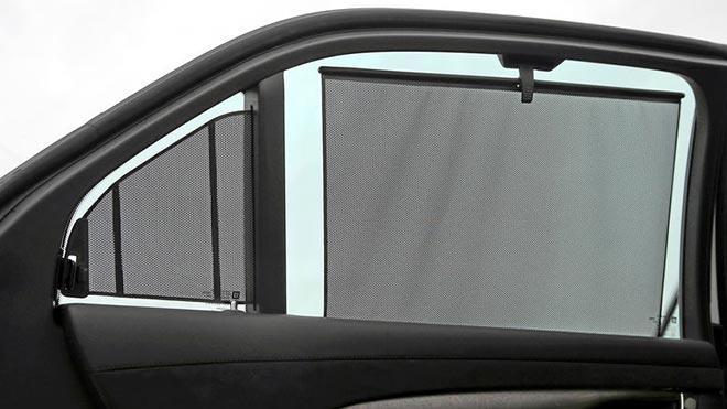 Пластиковые шторки на боковых стеклах