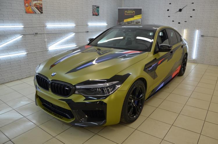 BMW M5 F90 – оклейка матовой пленкой под камуфляж в Dreams Auto