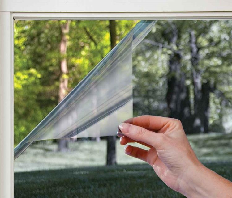Зеркальные отличаются по степени взломостойкости — самые прочные из них способны предохранить стекло от разрушения даже при взрыве