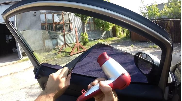 Чем снять тонировку со стекла автомобиля