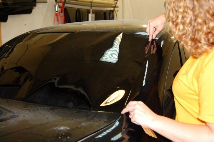 Тонировка лобового стекла: подрезание пленки