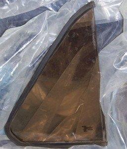 На фото - тонированное боковое стекло автомобиля, drive2.ru