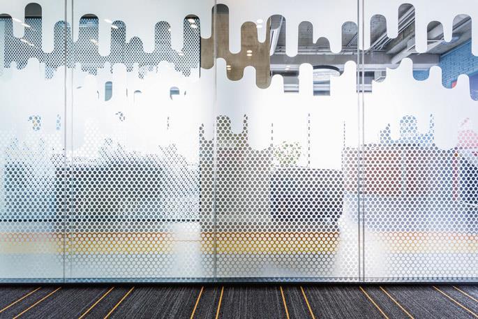 Фото Тонировка перегородок и дверей: функциональность и стиль