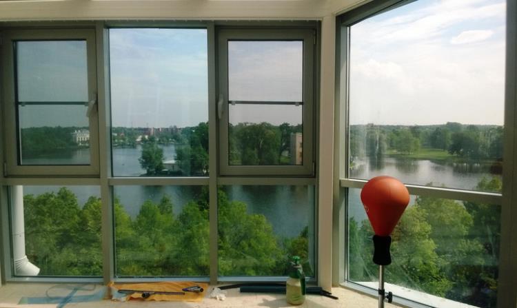 Преимущества использования пленки на окна