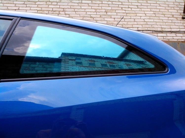 Тонировка в цвет кузова: зеркально-голубая